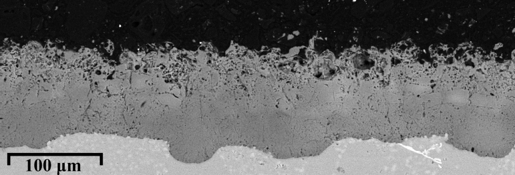 Поперечное сечение оксидного покрытия на алюминиево-кремниевом сплаве